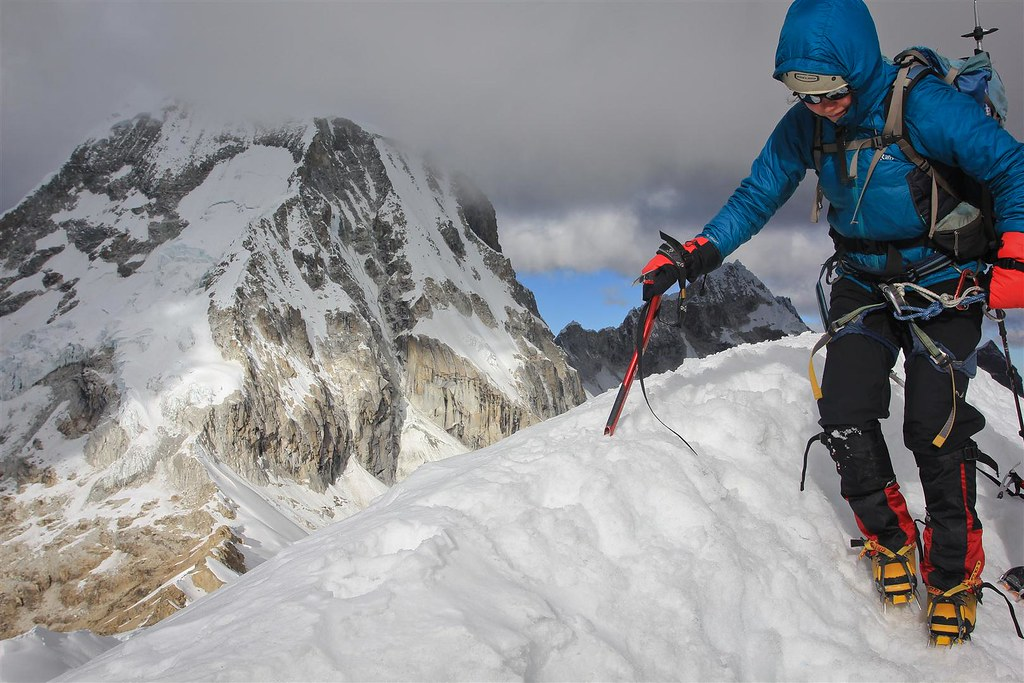 Starting the descend from Nevado Ishinca (5530m).