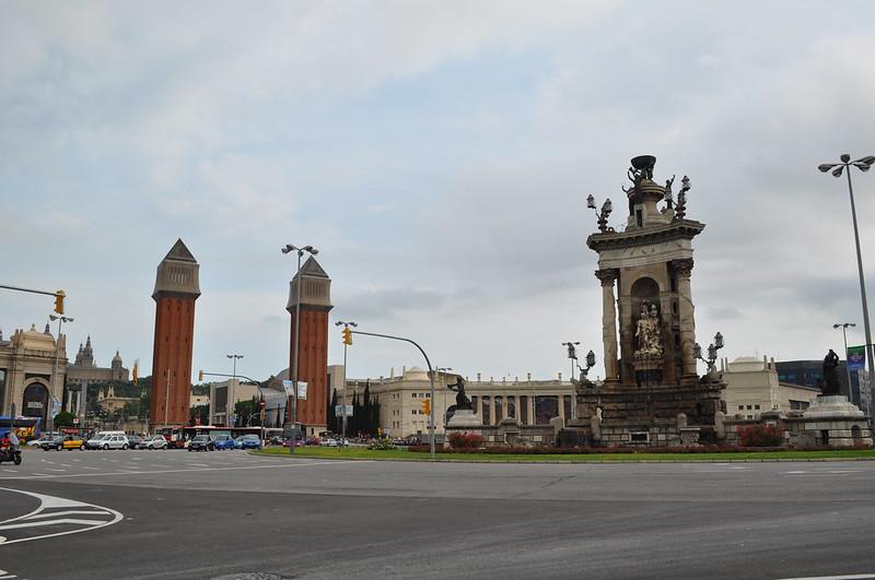 2011.07.26.340 - BARCELONA - Plaza de España - Fuente de la Plaza de España · Torres Venecianas