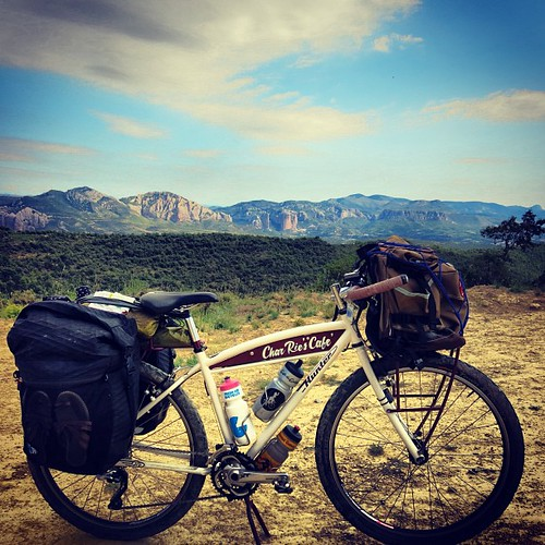 今日もよーーー山登ったわぁ… Rode 120.7km + 2304m climbings today. I guess my Hunter (or I ?) is more excited to riding in the mountains... ;) ♡ Waaah やっぱ山いいなー♡ I LOVE 山山山! Cheers!#huntercycles #chrisking #cafeducycliste #porcelainrocket #randijofabrications #dzrshoes