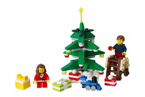 40058 Decorating the Tree 00