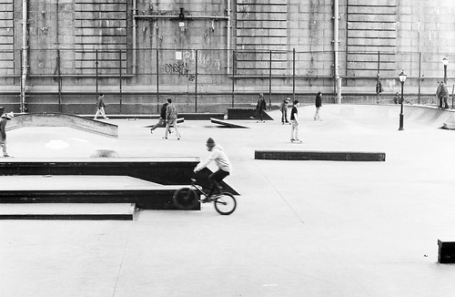 Skaters Under the Manhattan Bridge (Film) (I)