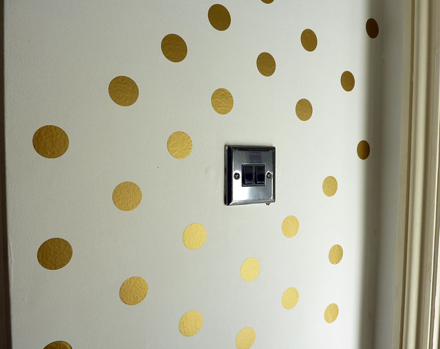 finished-wall-polka-dot-decal