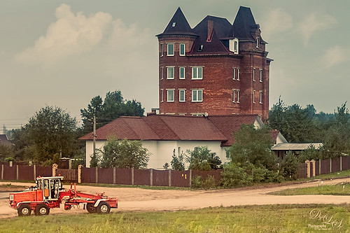 Image of an old building in the Belarusian countryside