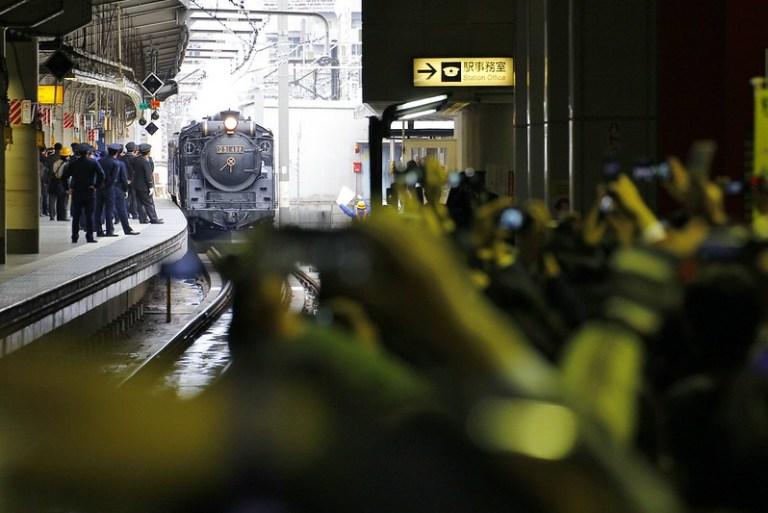 混沌とした上野駅に現れたD51-498