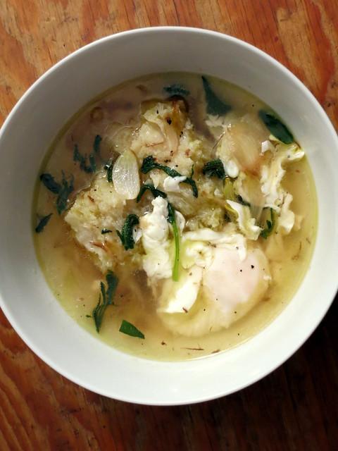 Garlic soup (vegetarian version)