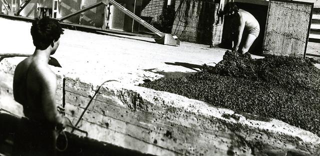 Весна пароход в доке Буммаша кладём цемент Стас и Миша Данков