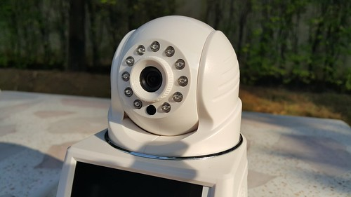 กล้องแบบ Dome หมุนได้สี่ทิศทาง พร้อมโหมดอินฟราเรดถ่ายเวลากลางคืน