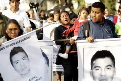 Padres de normalistas desaparecidos