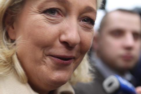 12a07 Le Pen y varios_0127 variante Uti 485