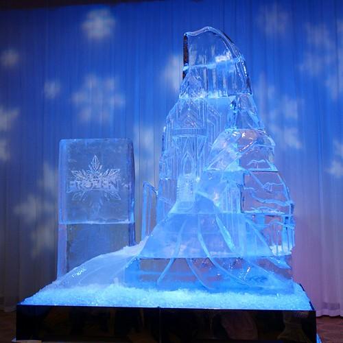 氷の彫刻。前に賞を取った方の作品かしら。