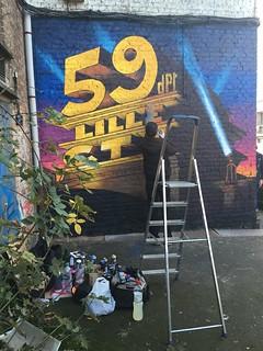 Le mur peint est presque terminé…les derniers instants de la mise en couleur