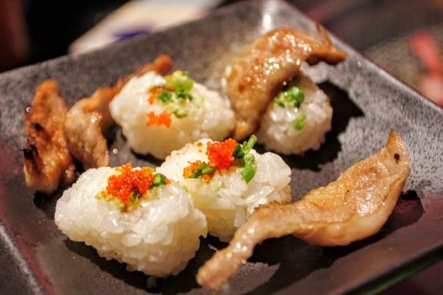 烤好的松阪肉可以跟這個握壽司飯糰一起吃