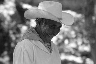 Don Alberto asegura que enterrará el dinero que reciba por el premio, para que nadie se dé cuenta. Foto Tania Anchondo / Culturas Populares Chihuahua