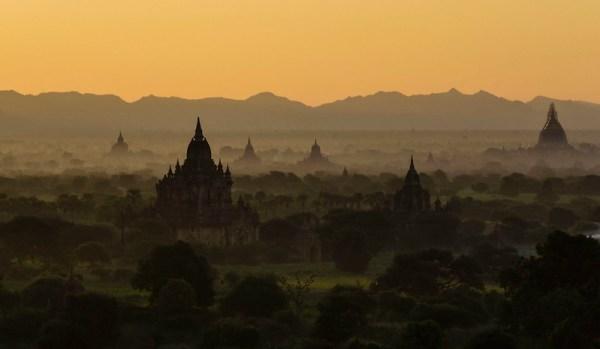 Bruma matinal en Bagan
