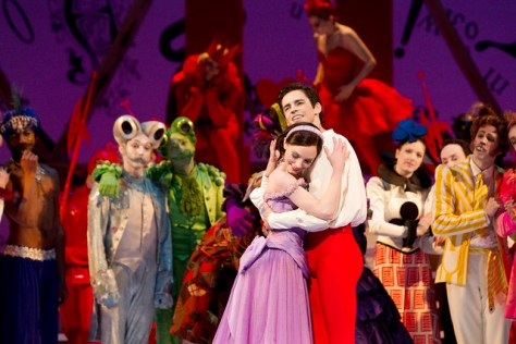 Sarah Lamb and Federico Bonelli with artists of The Royal Ballet in Alice's Adventures in Wonderland, The Royal Ballet © ROH/Johan Persson, 2011