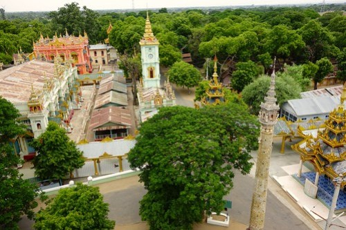 View on temples near Thanboddhay Pagoda