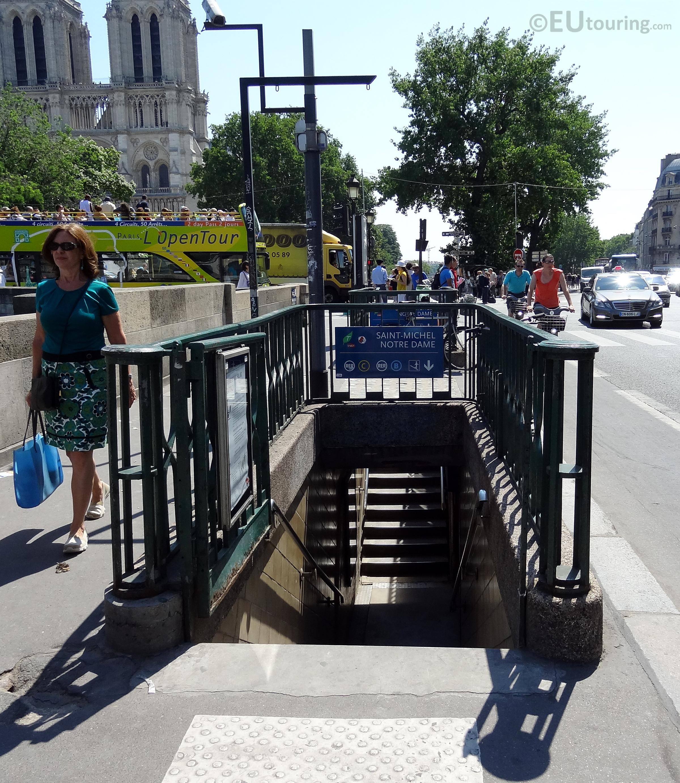 Saint michel rer entrance eutouring - Saint michel paris metro ...