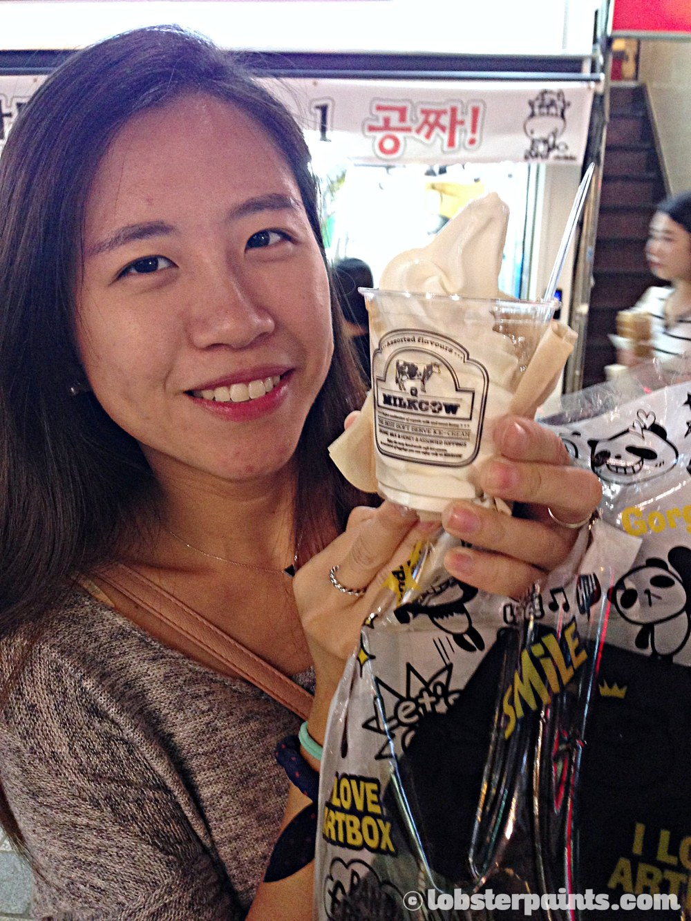 27 Sep 2014: Soft serve ice cream with Honey from Milkcow at Gwangbok-ro Culture & Fashion Street | Busan, South Korea