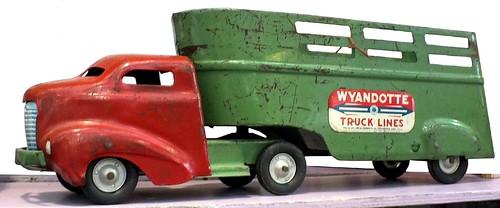 Wyandotte artic truck