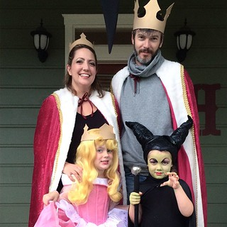 "The royal family says, ""Hey."" Thanks to @kerrygirvs for the pics!"