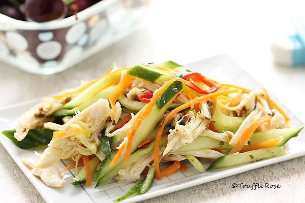 簡單粗暴的涼拌雞絲小黃瓜。及蔬菜多多版 @ 松露玫瑰 :: 痞客邦