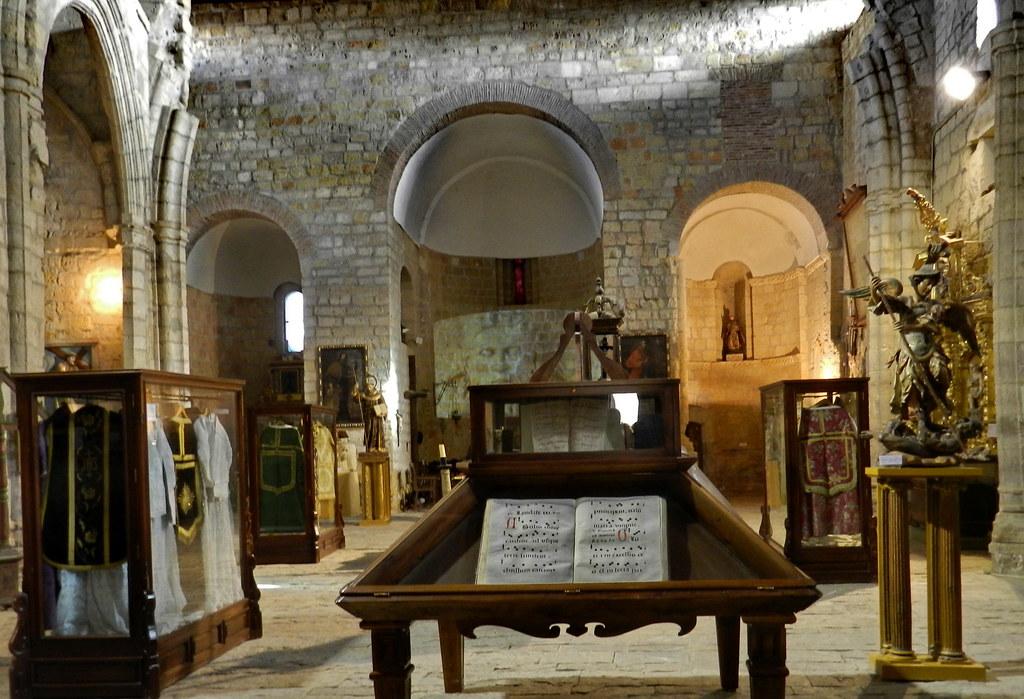 Museo libros antiguos Iglesia Santiago Carrión de los Condes Palencia 08