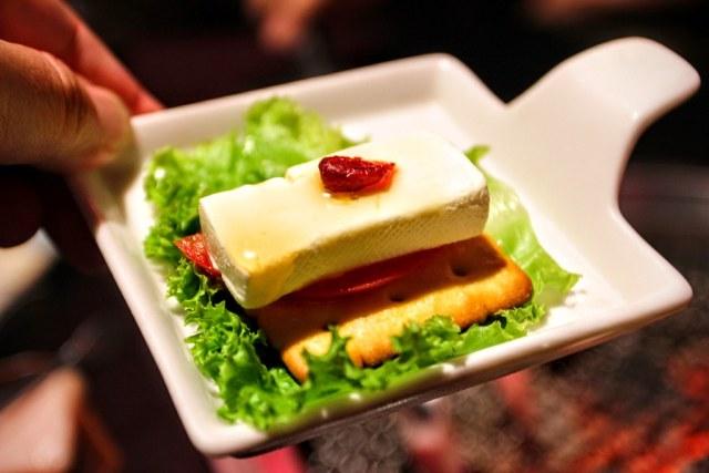 番茄乳酪薄餅