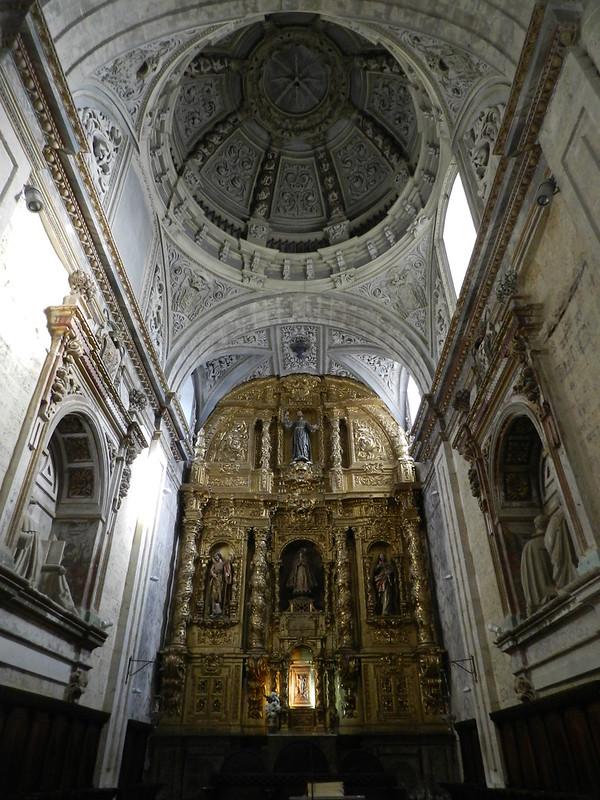 altar Mayor y retablo interior Iglesia Santa Maria del Camino o de las Victorias Carrión de los Condes Palencia 08