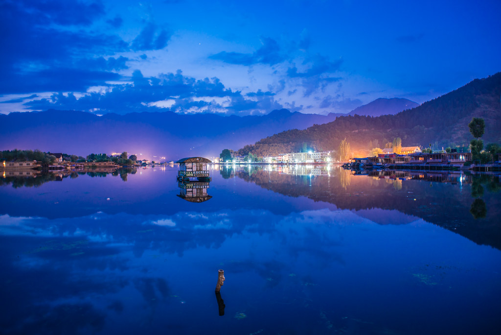 01Dawn at Dal Lake