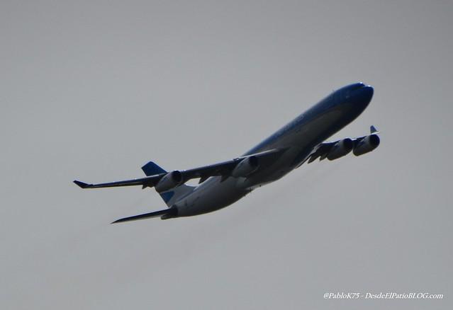 AEROLINEAS ARGENTINAS Airbus A340 LVFPU  DESDE EL PATIO