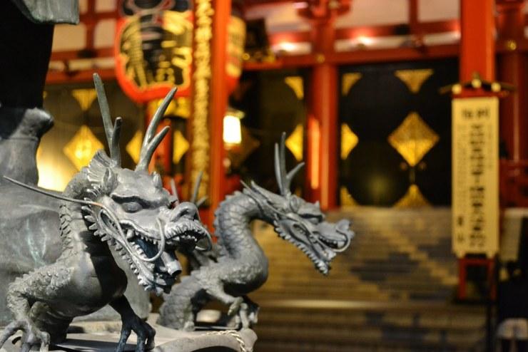 Senso-ji сүм дэх Dragon усан оргилуур