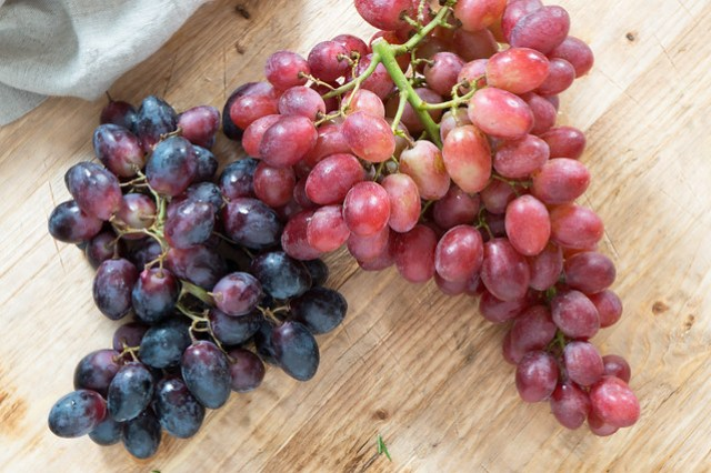 seedless red and black grapes