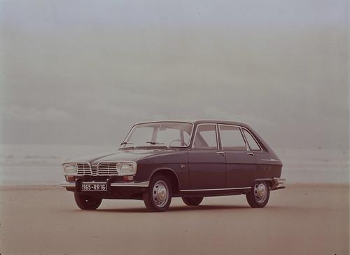Renault_2320_global_fr-001