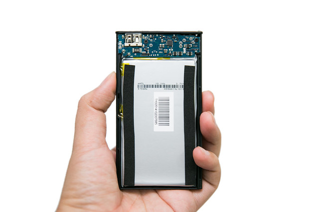 最新新輕薄 小米 超薄 5000mAh 移動電源 開箱與拆解 – 3C 達人廖阿輝