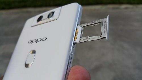 ถาดใส่ Micro SIM และ MicroSD/Nano SIM