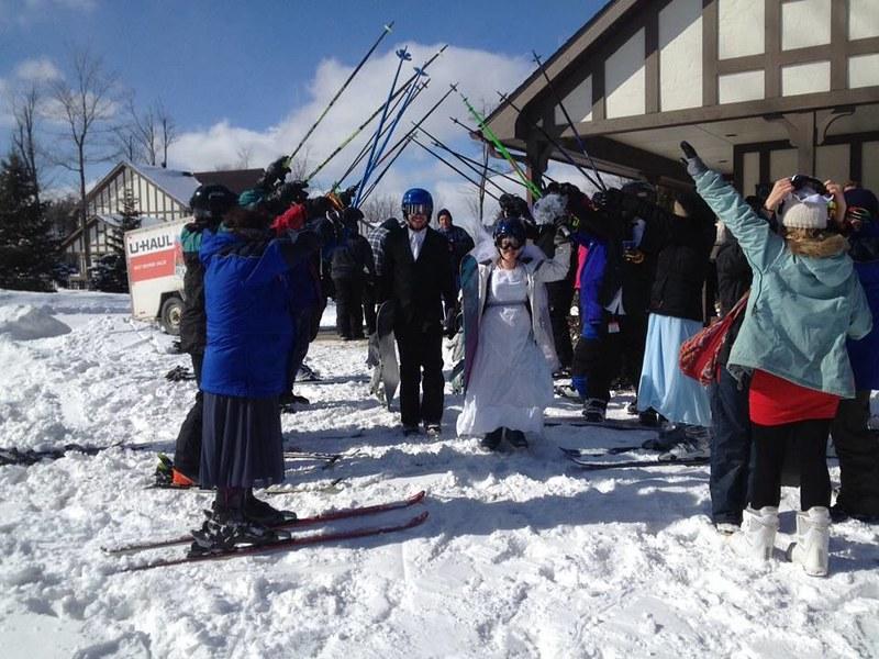 Ski pole arch