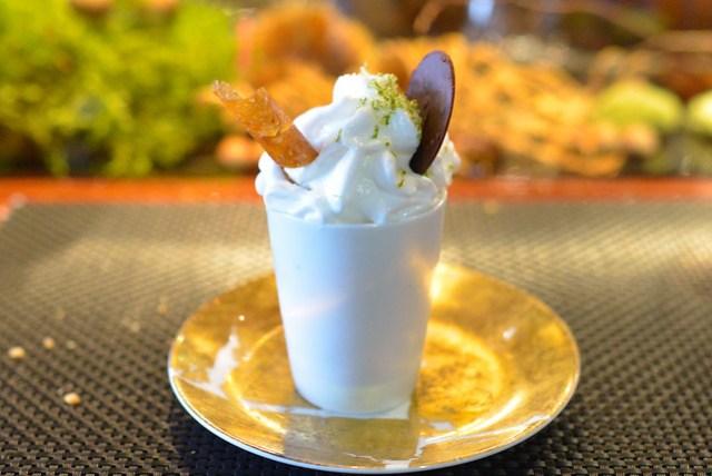 LE PARFUM DES ILES cream with passion fruit and banana, rum granite, coconut