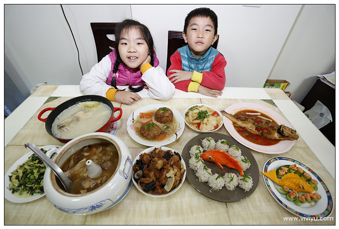 MOMO,佛跳牆,八寶飯,年菜,購物,逸香齋,金華砂鍋雞湯 @VIVIYU小世界