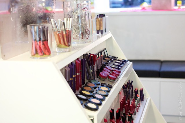 56 Oriflame Concept store in Stockholm