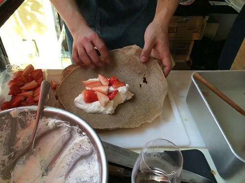 デザートに苺のガレットも注文!@トロワザムール