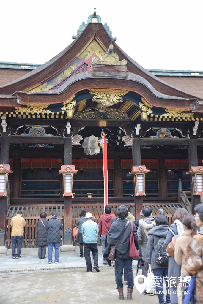 《京都市集即景》北野天满宫天神市:红叶与银杏共舞古董市
