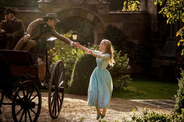Cinderella-says-goodbye-to-father-2015-movie-review