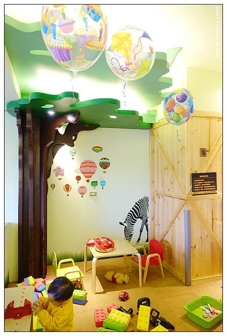 [桃園.美食]Café 4 FUN 咖啡趣.親子餐廳~不限時遊戲室玩到翻 @VIVIYU小世界