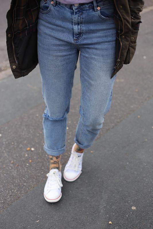 Converse and boyfriend jeans