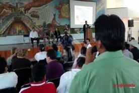 Imagen de la reunión de los profesores de Telesecunsaria donde increparon a garcía Melo, quien hoy busca una curul.