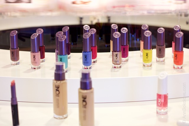 08 Oriflame Stockholm Press Tour Global Office nail polishes