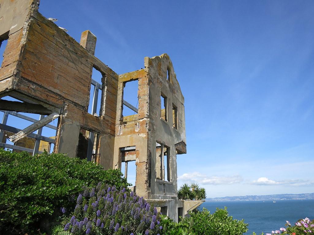 Alcatraz prison tour pictures building