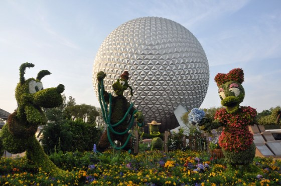 Pluto, Goofy and Daisy Duck topiaries