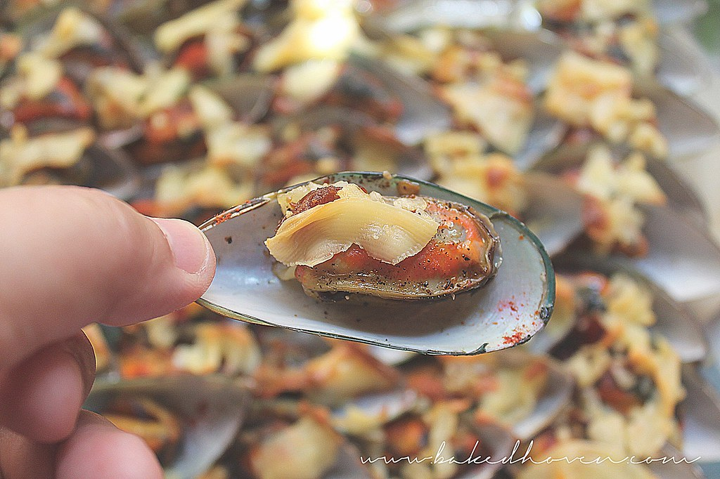 Baked Chili Mussels