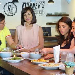 Runners Kitchen Island With Table Attached The Hungry Kat Behind Scenes At My Pop Talk Guesting After Kuya Tonipet And Runner S Owner Glaiza De Castro Arrived It Was Now Time To Eat Unfortunately Is Not So Easy When There Are Video